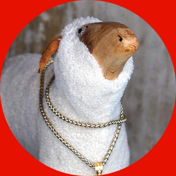 Maskottchen-Schaf mit Goldkette